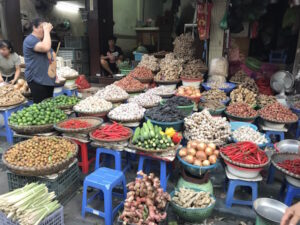 Take a Glance at Vietnamese Local Scene of Dong Xuan Market in Hanoi