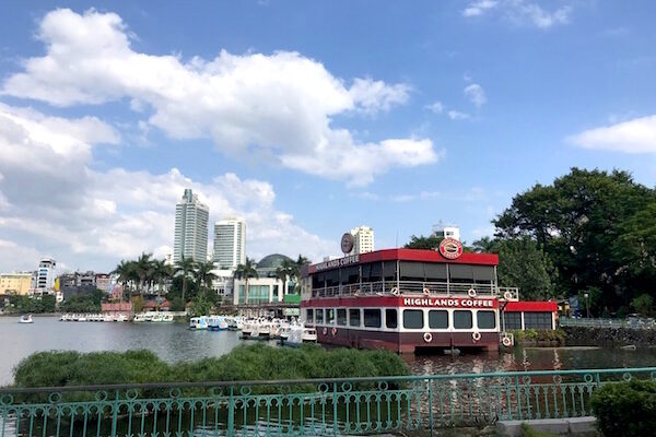 Cafe Floating on Truc Bach Lake – A Wonderful Breezy Afternoon in Hanoi